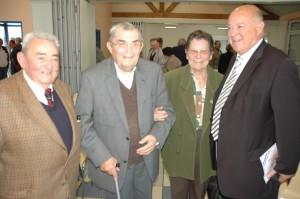 Maurice Gillot et son épouse entourés de Jean De Valicourt, ancien maire d'Andelarre et de Jean-Claude Ayala, conseiller général de Vesoul-Est.