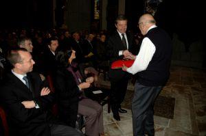 Le maire-ministre de Vesoul, Alain Joyandet avant la remise des clefs à l'abbé Gabriel Pobelle.