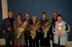 Marie-Dominque Woessner (5e en partant de la gauche) avec son mari, Marc et leur fils, Mathieu