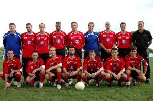 L'équipe du FC du Lac avec Arnaus Sekli et Jean-Jacques Terrasson.