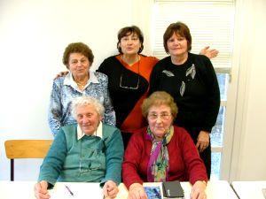 Une partie des membres du bureau.Debout  : Hélène Pasteur (trésorière adjointe), Evelyne Bouvier (présidente), Fernande Lesieur (secrétaire). Assises : Marguerite Nolot (trésorière) et Françoise Galliot (secrétaire-adjointe).
