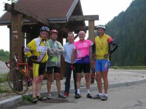 Elian Mathenet (à droite) avec les autres participants à cette grande randonnée à vélo entre copains.